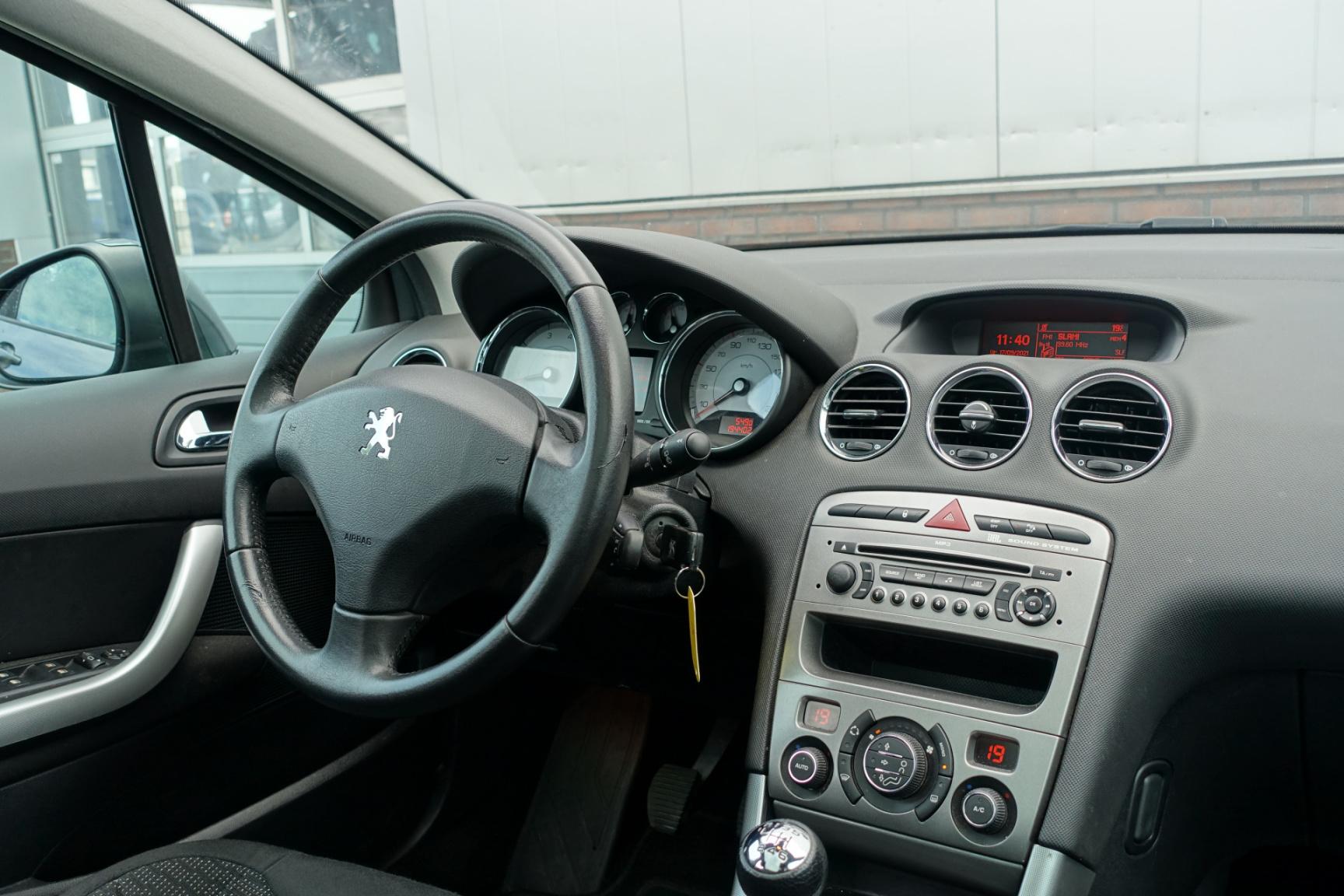 Peugeot-308-21